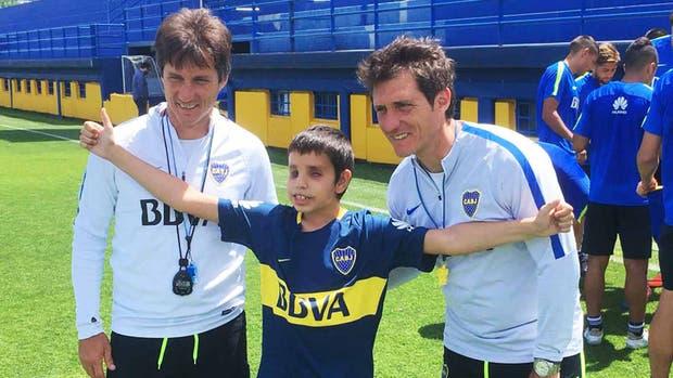 Thiago conoció a sus ídolos de Boca y confía en ganarle al cáncer