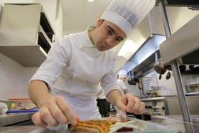 Javier Marrone pasará las Fiestas, como desde hace diez años, trabajando en la cocina de un hotel