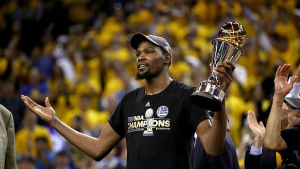 Kevin Durant se queda en Golden State para sumar más gloria