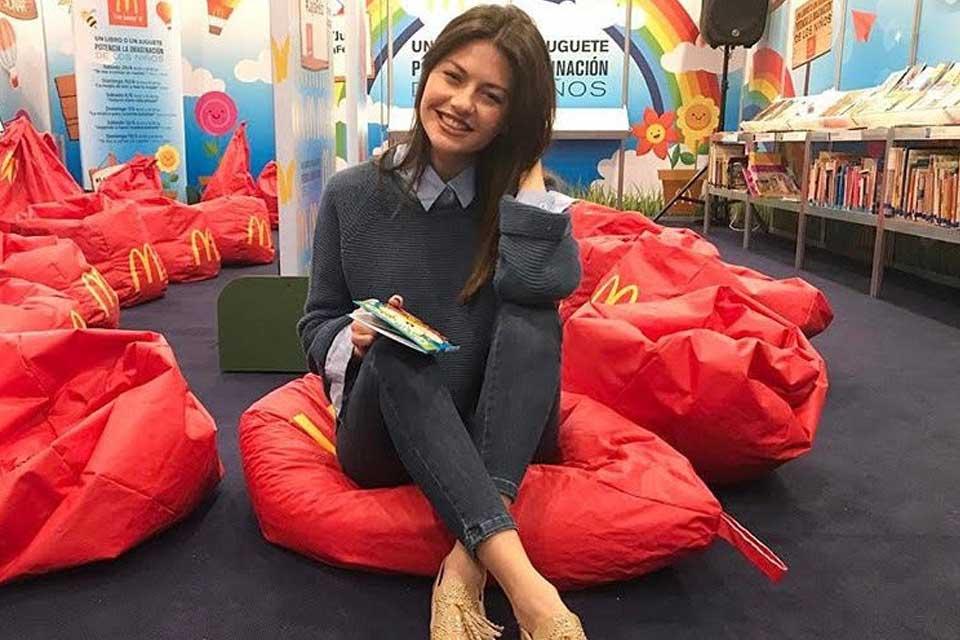 Sofía Jujuy pasó por el sector especial de McDonald's en el predio de La Rural para la 43° edición de la Feria Internacional del Libro de Buenos Aires. Foto: gentileza Prensa