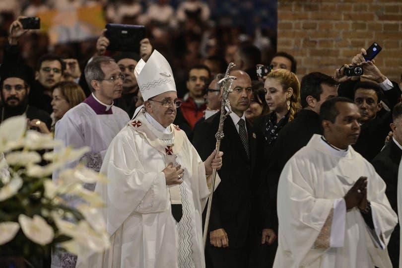 Una multitud ingresó a la basílica para asistir a la misa. Foto: AFP
