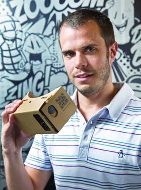 Juan Ozcoidi, de Planeta.guru, una compañía que desarrolla videojuegos de realidad virtual para dispositivos móviles, que funcionan de forma conjunta con visores como el Cardboard, de Google, hecho a base de cartón