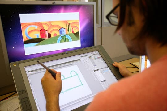 El trabajo de Ryan Gemmick, ilustrador de Google, en detalle, junto a una tableta digital. Foto: AFP