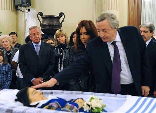 La Presidenta y Néstor Kirchner, conmovidos en el velatorio. Foto: Télam