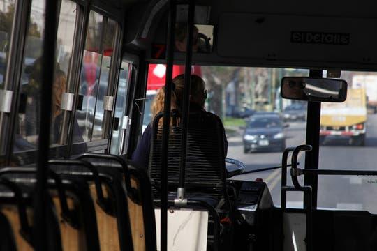 Susana es una de las 28 mujeres choferes que trabajan en Transporte Bicentenario, que funciona exclusivamente en Vicente López. Foto: LA NACION / Guadalupe Aizaga