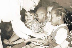 Una campaña de vacunación infantil contra la polio, en Estados Unidos, en 1954