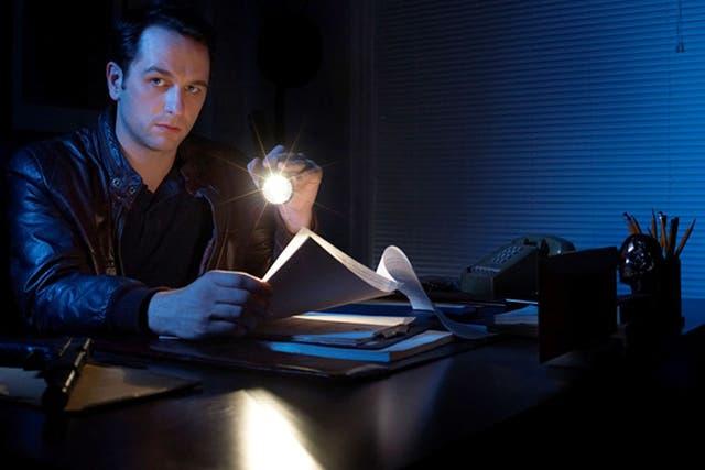 Matthew Rhys, otro actor que cambió de registro en esta serie de suspenso