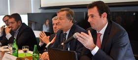 Rattazzi (en el centro) junto a otros panelistas: el presidente de Fiat dijo que la Argentina tendría que ser un país normal