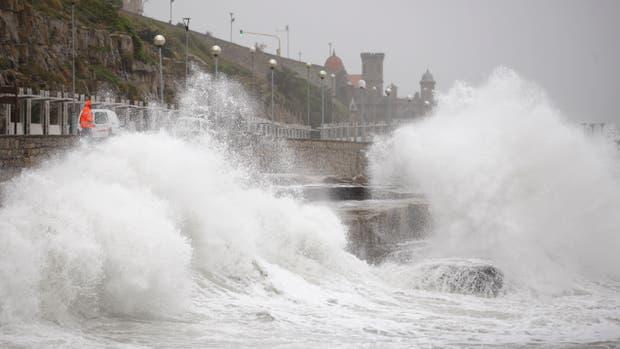 Un fuerte temporal afecta a la ciudad de Mar del Plata