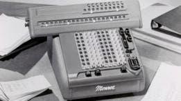 Algunas empresas financieras se aferraron por mucho tiempo a las calculadoras Monroe por una simple resistencia al cambio.