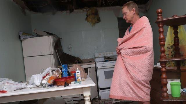 Terry Smisth, de Rockport, resistió al huracán dentro de su casa