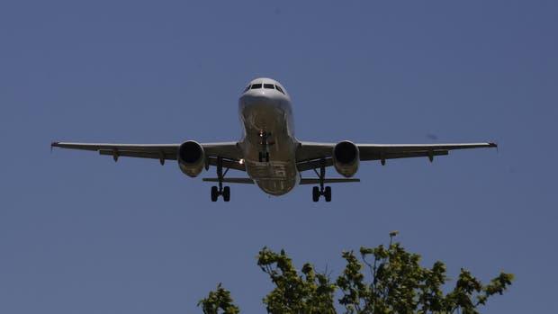 Un avión de Aerolíneas Argentinas fue impactado por un drone cuando estaba por aterrizar en Aeroparque
