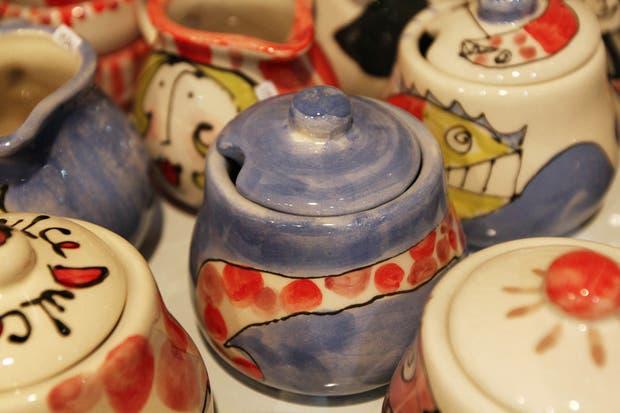 Lo artístico y lo utilitario convergen en los productos de cerámica de la artista plástica María Laura Pini.  /Matías Aimar