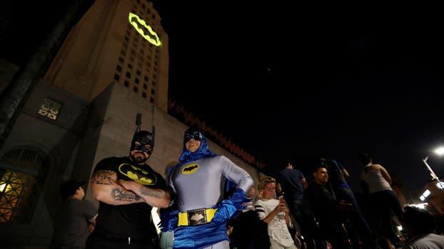 Así encendieron la Batiseñal en los Ángeles. Foto: Reuters