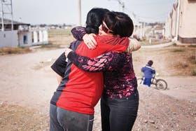 Escenas de todos los días. Susana Trimarco abraza a Fátima, que conoció a Marita en un prostíbulo en La Rioja