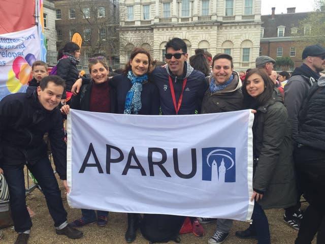 Intercambio de jóvenes: Aparu está integrado por jóvenes argentinos que organizan en Inglaterra encuentros de intercambio