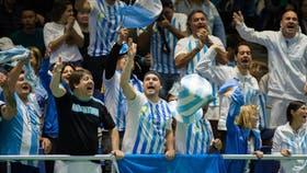 La hinchada argentina en Astana