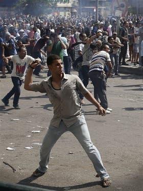 La plaza Ramsés, en El Cairo, se convirtió ayer en un campo de batalla