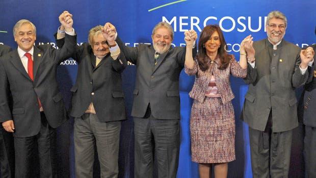 Cuánto cobran de pensión vitalicia los ex presidentes de América latina