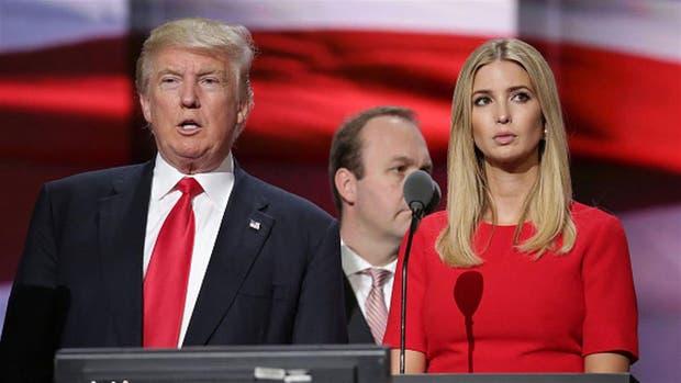 El presidente de Estados Unidos, Donald Trump, junto a su hija, Ivanka