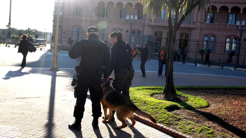 La seguridad en Plaza de Mayo y alrededores por la visita del Vicepresidente de EE.UU.. Foto: DyN / Liliana Servente