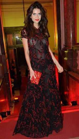 Zaira Nara y un vestido super sexy negro y rojo, con detalles florales y transparencias. Foto: Gerardo Viercovich