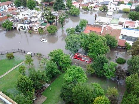 La intensa lluvia que cayó durante toda la noche y la mañana afectó a gran parte de la ciudad de Buenos Aires y algunas zonas de la provincia. Foto: Twitter @ALEGUIDALL