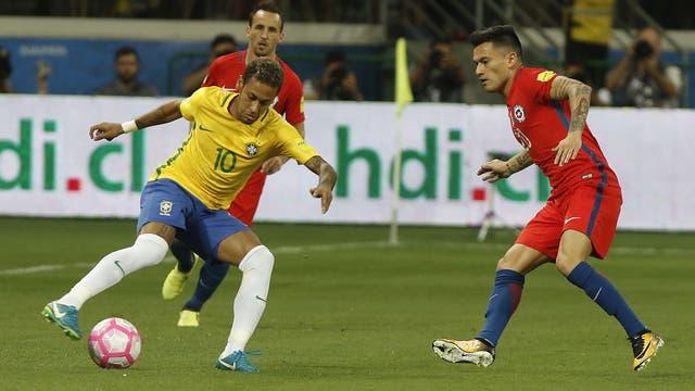 Neymar hizo jugar a Brasil en la victoria frente a Chile