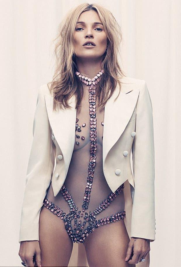 Súper sexy, Kate Moss lució un body transparente con diamantes