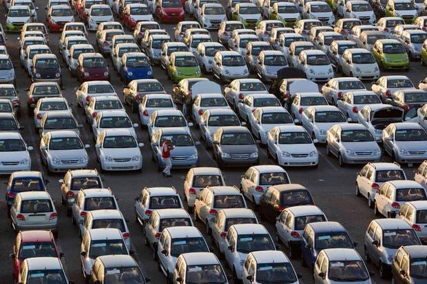 Más de la mitad del precio final de un vehículo nuevo corresponde a impuestos