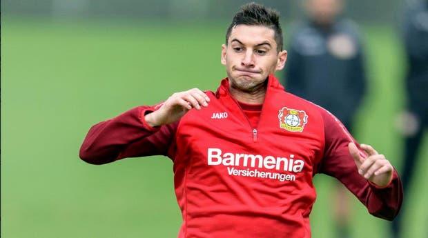 Alario sigue entrenando pero sin debutar