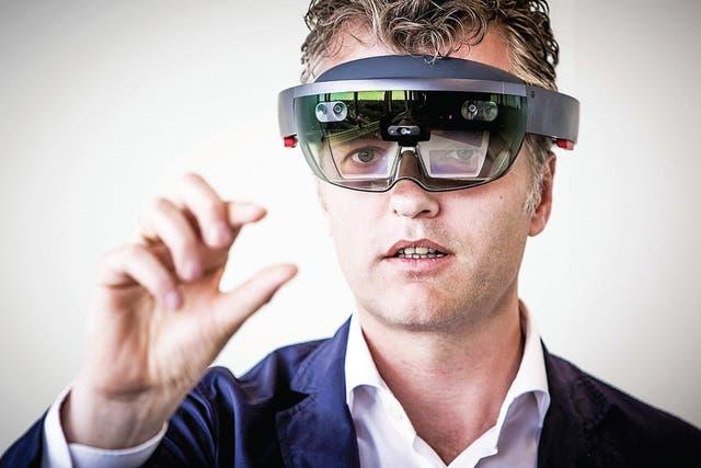 Ate van der Meer, director de la firma holandesa Snakeware, que desarrollará software para el HoloLens, de Microsoft, que saldría a la venta este año.