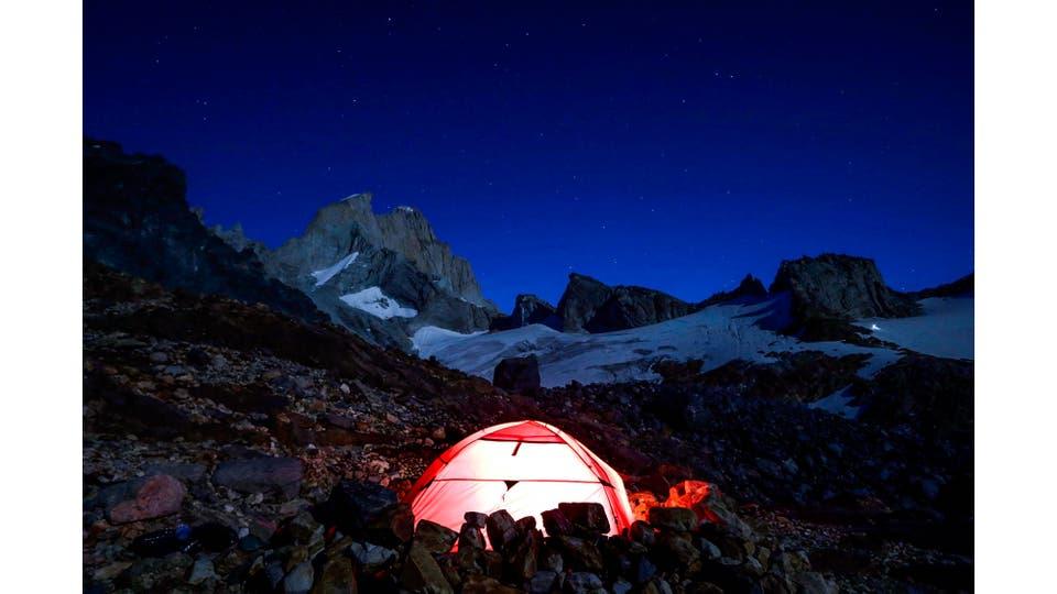 Campamento cercano al Paso del Cuadrado utilizado por las expediciones que encaran la escalada de la Aguja Guillaumet. Foto: LA NACION / Emiliano Lasalvia