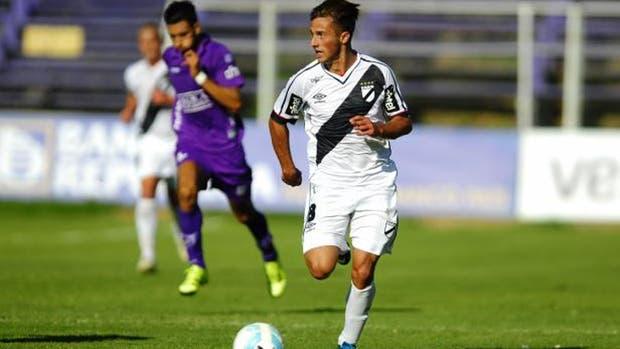 Saracchi juega de lateral o volante izquierdo y es pretendido por Gallardo