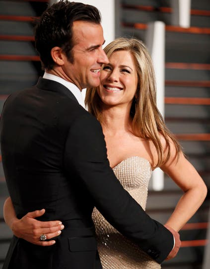¡Cuánto amor en esa mirada! Jennifer Aniston, embobada con Justin Theroux. Foto: Agencias