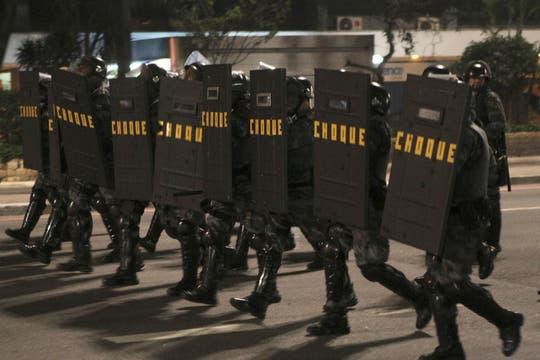 La policía militarizada reprimió a los manifestantes. Foto: DPA