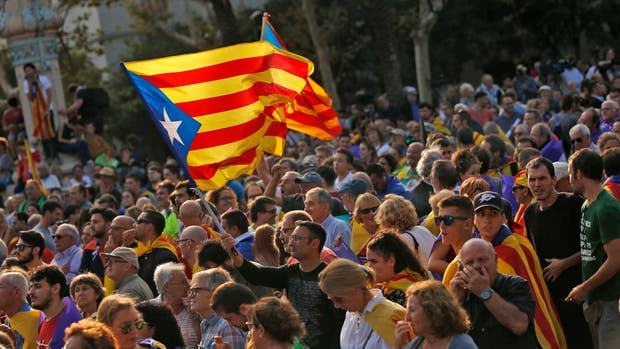 La reacción más notable entre los ciudadanos catalanes es la confusión