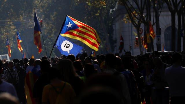 El texto lleva la firma de los partidos Junts pel Si y la antisistema CUP, la fuerza de izquierda radical que se opone al capitalismo