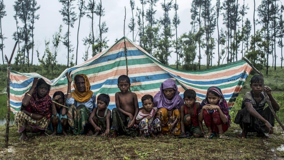 Más de 391.000 refugiados de la minoría musulmana rohingya huyeron en las últimas tres semanas desde Myanmar a Bangladesh