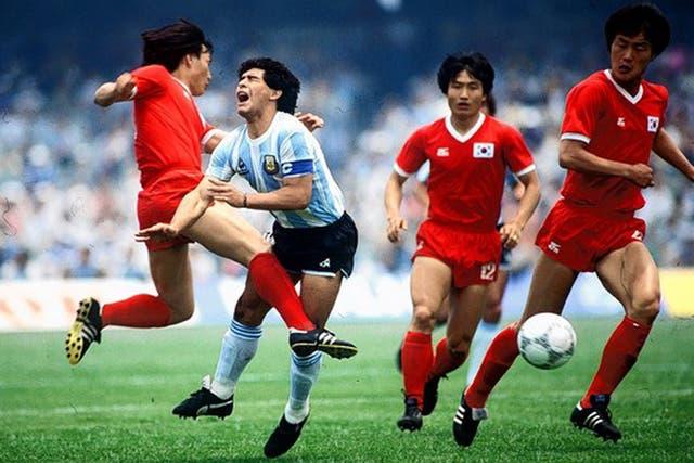 Otro ángulo de la agresión de Huh a Maradona