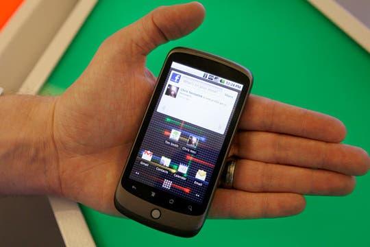Este es el primer teléfono desarrollado por los ingenieros de Google, en asociación con el fabricante taiwanés HTC. Foto: AP