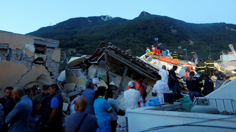 El terremoto sorprendio a los isleños y a los turistas cuando se disfrutaban de un paseo por las tiendas o iban a cenar. Foto: AP