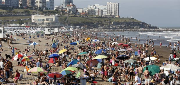 El clima inestable tampoco ayuda a captar visitantes: ayer, en Mar del Plata, el sol salió a última hora