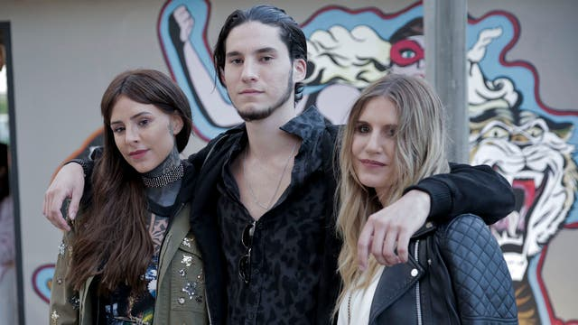 Micaela recibió el apoyo de sus hermanos, Cande y Francisco, durante la inauguración de su local en Uruguay