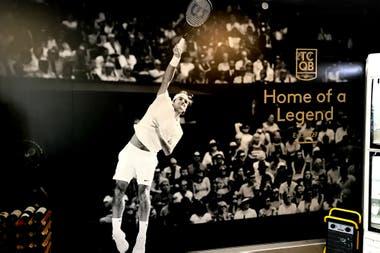 """""""Hogar de una Leyenda"""", reza la gigantografía de Federer que luce en la cafetería del club Old Boys, en Basilea."""