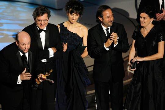 Juan José Campanella y compañía, felices con el triunfo de El secreto de sus ojos. Foto: REUTERS