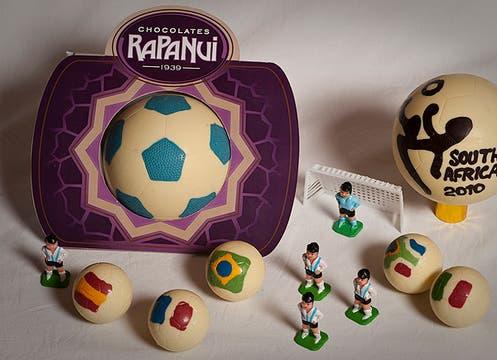 Chocolates Rapa Nui propone sorprender a papá con pelotas de fútbol; la chica, $ 12 y la grande, $ 35. Foto: lanacion.com
