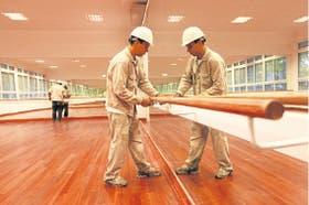 Se usaron distintos tipos de madera para los pisos de las aulas