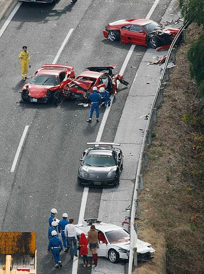 Impactantes imágenes de la colisión en plena autopista. Foto: Reuters