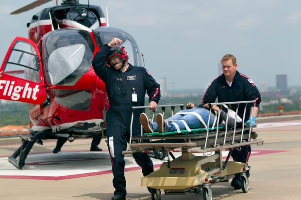 Una de las heridas es trasladada en un helicóptero sanitario